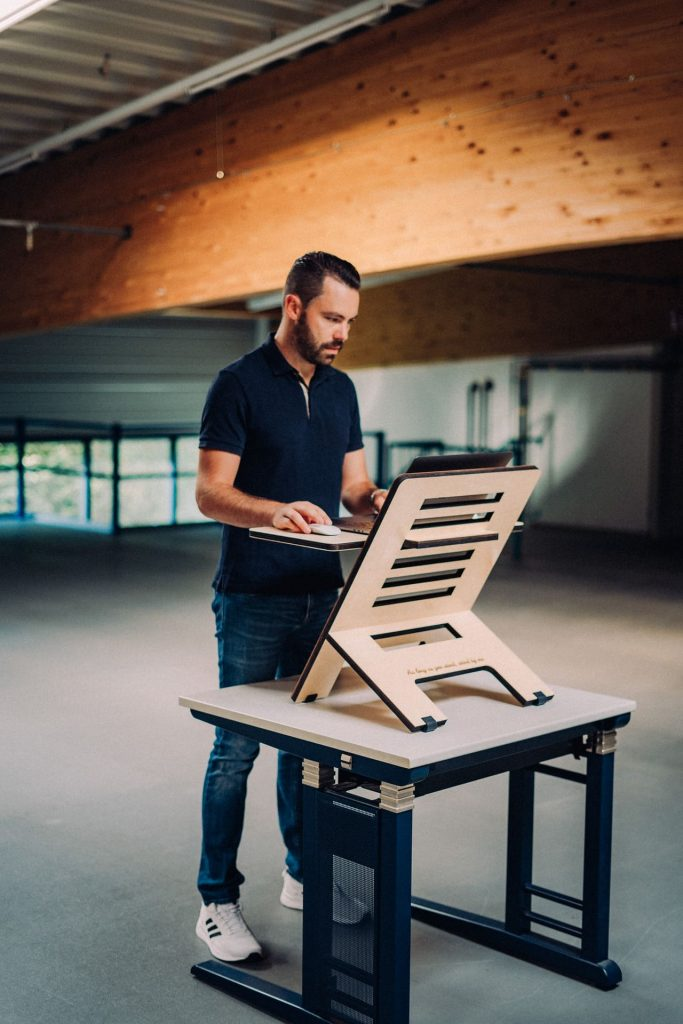 benefits of standing desk featured image