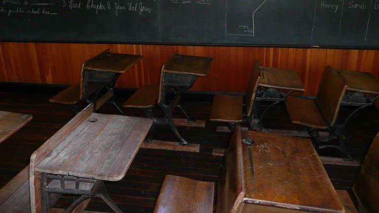 history of school desks